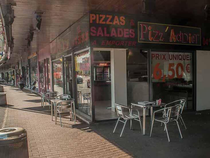 Terrasse de la pizzéria Pizz'Addict 13Bd Joliot Curie Bourg en Bresse